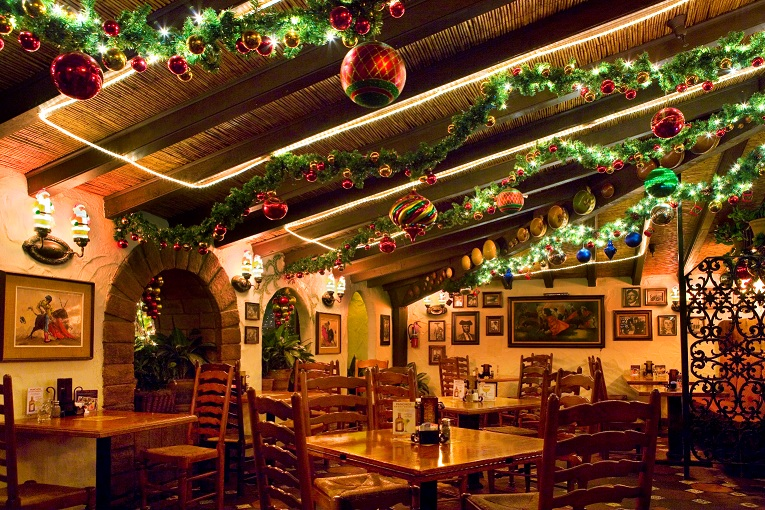restaurant-christmas-decorations